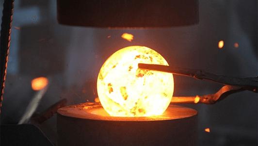 توپ سنگ زنی فولادی کوره اي ساخته می شود.